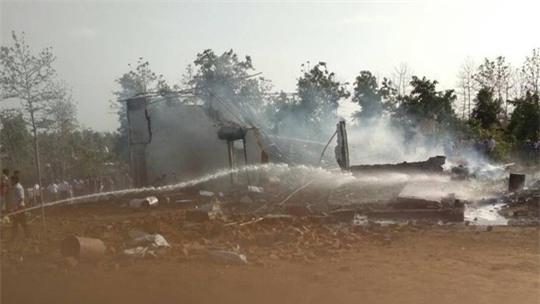 Ấn Độ: Cháy nhà máy pháo hoa, hơn 30 người thương vong - Ảnh 1.