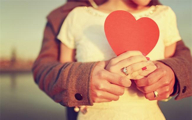Đừng tâm sự hay tìm lời khuyên về tình cảm nếu không muốn tự hủy hoại tình yêu của mình - Ảnh 1.
