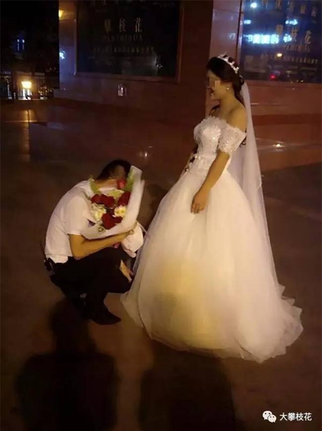 Được bạn gái mặc váy cưới quỳ gối cầu hôn, chàng trai trẻ đã có câu trả lời bất ngờ - Ảnh 4.