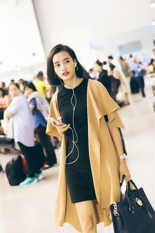 Không phải váy áo, túi xách mới là món đồ được sao Việt diện thật lồng lộn khi ra sân bay - Ảnh 11.