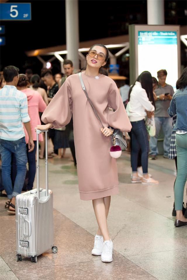 Không phải váy áo, túi xách mới là món đồ được sao Việt diện thật lồng lộn khi ra sân bay - Ảnh 15.