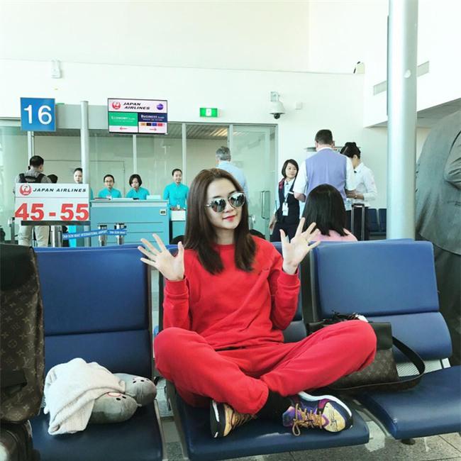 Không phải váy áo, túi xách mới là món đồ được sao Việt diện thật lồng lộn khi ra sân bay - Ảnh 18.
