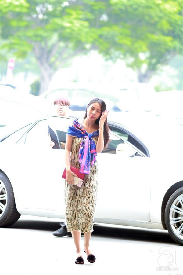 Không phải váy áo, túi xách mới là món đồ được sao Việt diện thật lồng lộn khi ra sân bay - Ảnh 19.