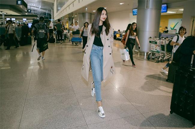 Không phải váy áo, túi xách mới là món đồ được sao Việt diện thật lồng lộn khi ra sân bay - Ảnh 5.