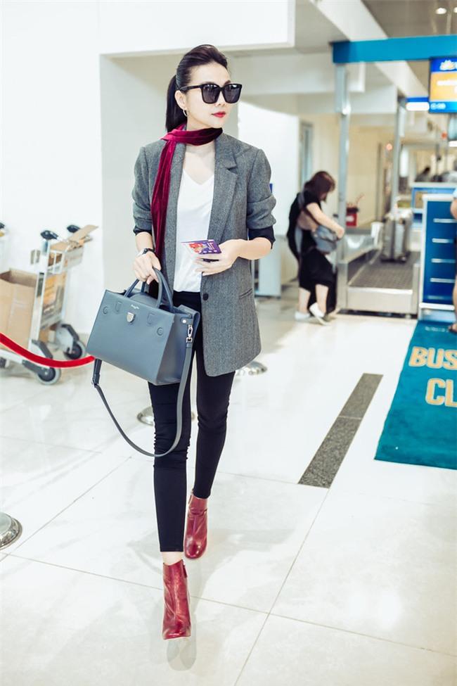 Không phải váy áo, túi xách mới là món đồ được sao Việt diện thật lồng lộn khi ra sân bay - Ảnh 6.