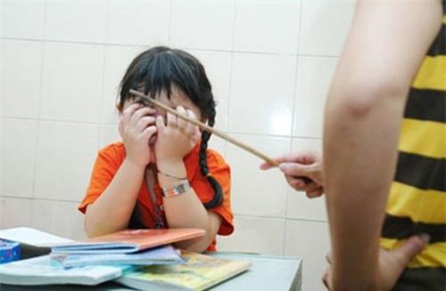Giáo viên phạt học sinh nhổ nước bọt vào mặt nhau vì không hoàn thành bài tập - Ảnh 1.