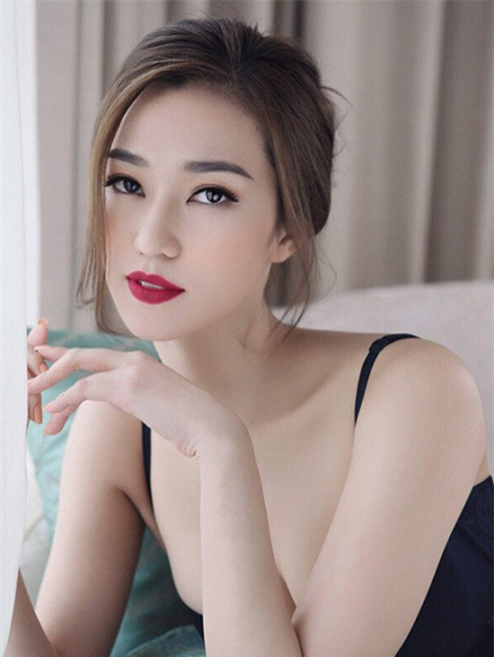 Ngọc Trinh, Khánh My, sao Việt