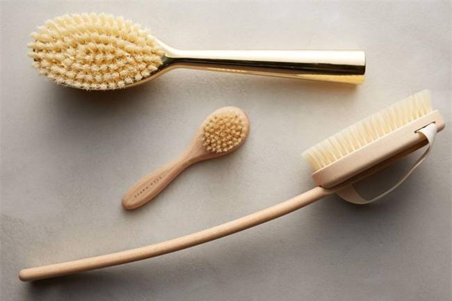 Sáng mai bạn hãy thử chải da khô, phương pháp cổ truyền nghìn năm giúp da trẻ hóa, săn chắc, mịn màng nhé! - Ảnh 1.