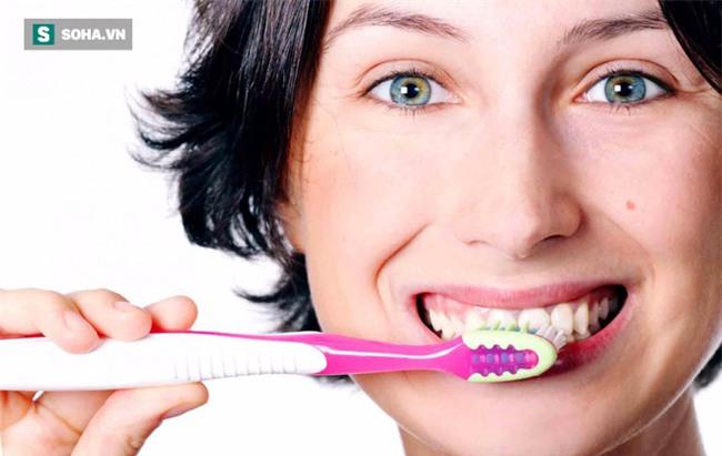 Bác sĩ BV Răng Hàm Mặt TƯ: 90% người Việt mắc bệnh răng miệng và 6 sai lầm chăm sóc răng - Ảnh 1.