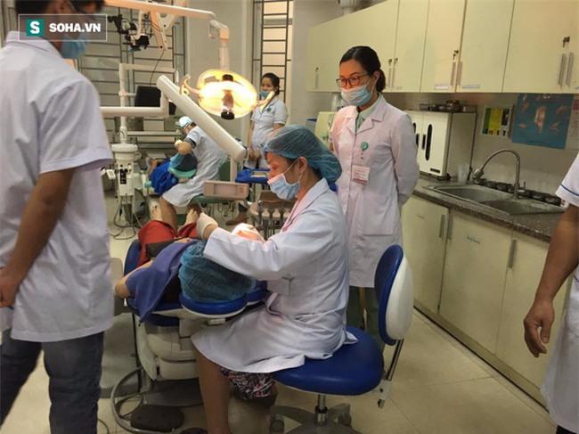Bác sĩ BV Răng Hàm Mặt TƯ: 90% người Việt mắc bệnh răng miệng và 6 sai lầm chăm sóc răng - Ảnh 2.