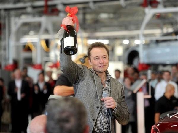 Musk là một tỷ phú công nghệ, một nhà đầu tư và phát minh nhưng đồng thời cũng là một người thích tiệc tùng.