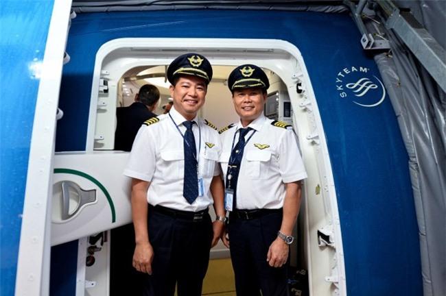 phi công, hàng không, máy bay, tiếp viên, hành khách, tiền lương, Vietnam Airlines