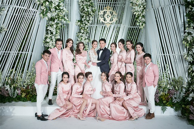 Mỹ nhân đẹp nhất nhì Thái Lan đeo nhẫn kim cương 5 carat, thay 6 bộ váy đắt đỏ trong đám cưới triệu đô - Ảnh 14.