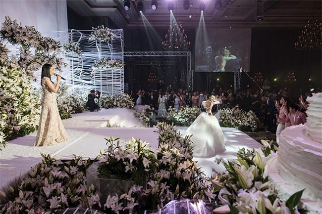 Mỹ nhân đẹp nhất nhì Thái Lan đeo nhẫn kim cương 5 carat, thay 6 bộ váy đắt đỏ trong đám cưới triệu đô - Ảnh 18.