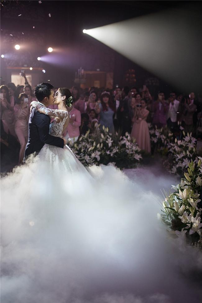 Mỹ nhân đẹp nhất nhì Thái Lan đeo nhẫn kim cương 5 carat, thay 6 bộ váy đắt đỏ trong đám cưới triệu đô - Ảnh 20.