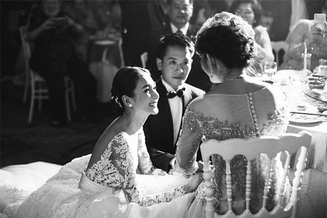 Mỹ nhân đẹp nhất nhì Thái Lan đeo nhẫn kim cương 5 carat, thay 6 bộ váy đắt đỏ trong đám cưới triệu đô - Ảnh 21.