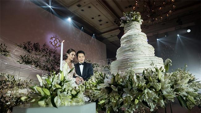 Mỹ nhân đẹp nhất nhì Thái Lan đeo nhẫn kim cương 5 carat, thay 6 bộ váy đắt đỏ trong đám cưới triệu đô - Ảnh 24.