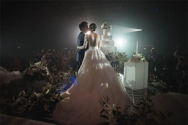 Mỹ nhân đẹp nhất nhì Thái Lan đeo nhẫn kim cương 5 carat, thay 6 bộ váy đắt đỏ trong đám cưới triệu đô - Ảnh 26.