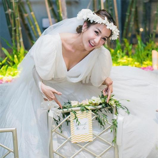 Mỹ nhân đẹp nhất nhì Thái Lan đeo nhẫn kim cương 5 carat, thay 6 bộ váy đắt đỏ trong đám cưới triệu đô - Ảnh 30.