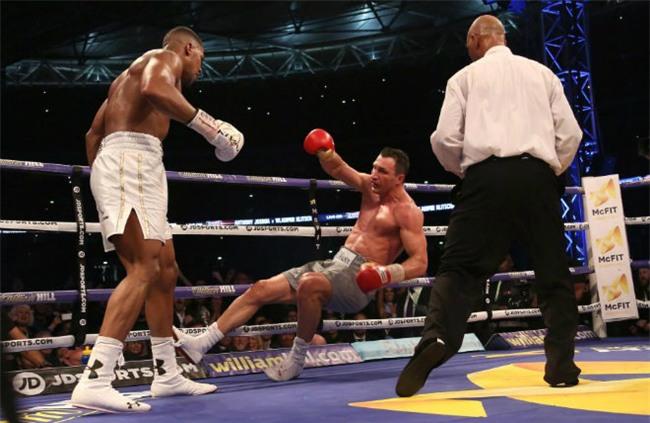 """""""Tiến sĩ búa thép"""" trượt ngôi Vua boxing: Anh hại em - 1"""