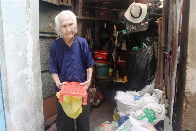 Rơi nước mắt chuyện người mẹ già 91 tuổi có 6 đứa con, cuối đời phải lượm ve chai nuôi con tâm thần - Ảnh 11.