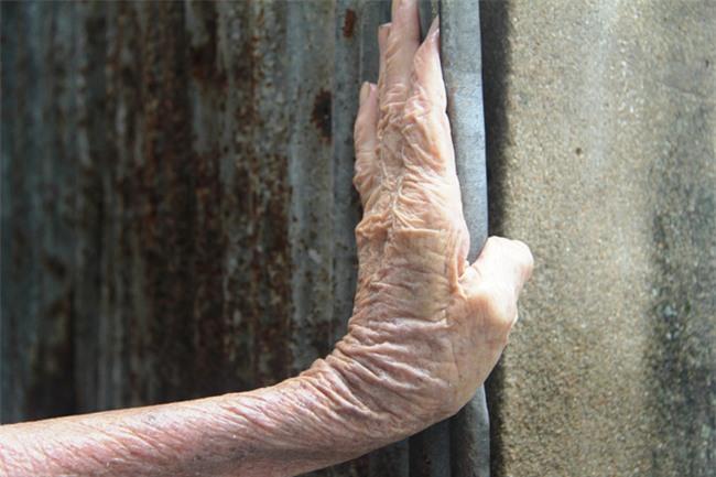 Rơi nước mắt chuyện người mẹ già 91 tuổi có 6 đứa con, cuối đời phải lượm ve chai nuôi con tâm thần - Ảnh 16.
