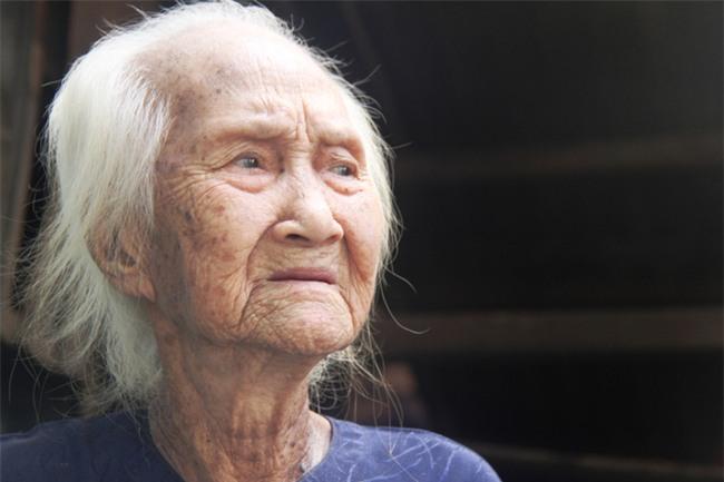 Rơi nước mắt chuyện người mẹ già 91 tuổi có 6 đứa con, cuối đời phải lượm ve chai nuôi con tâm thần - Ảnh 4.