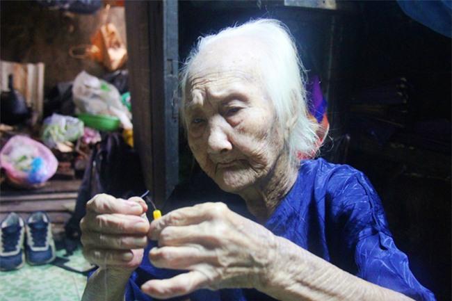Rơi nước mắt chuyện người mẹ già 91 tuổi có 6 đứa con, cuối đời phải lượm ve chai nuôi con tâm thần - Ảnh 6.