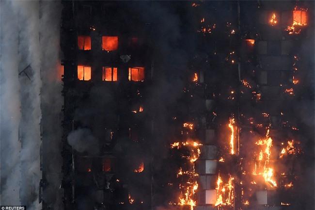 Khung cảnh rợn người sau khi ngọn lửa kinh hoàng nuốt chửng tòa tháp 27 tầng ở London - Ảnh 3.