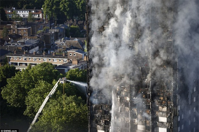 Khung cảnh rợn người sau khi ngọn lửa kinh hoàng nuốt chửng tòa tháp 27 tầng ở London - Ảnh 14.