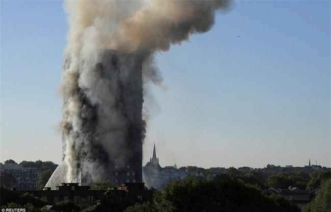 Khung cảnh rợn người sau khi ngọn lửa kinh hoàng nuốt chửng tòa tháp 27 tầng ở London - Ảnh 15.