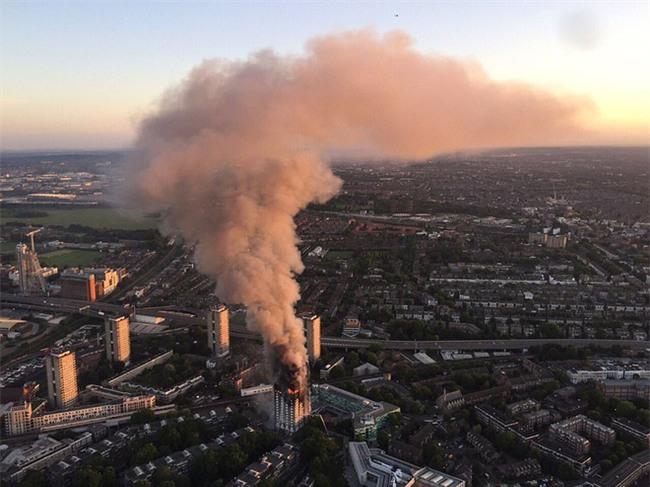 Khung cảnh rợn người sau khi ngọn lửa kinh hoàng nuốt chửng tòa tháp 27 tầng ở London - Ảnh 17.