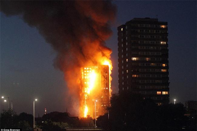 Khung cảnh rợn người sau khi ngọn lửa kinh hoàng nuốt chửng tòa tháp 27 tầng ở London - Ảnh 5.