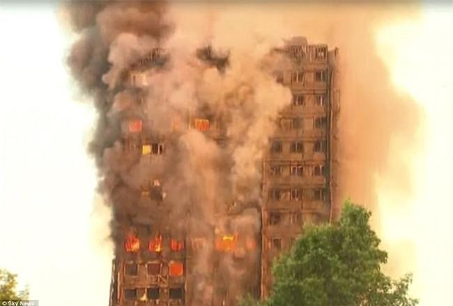 Khung cảnh rợn người sau khi ngọn lửa kinh hoàng nuốt chửng tòa tháp 27 tầng ở London - Ảnh 6.
