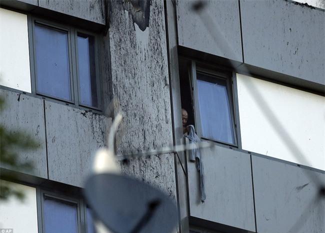 Khung cảnh rợn người sau khi ngọn lửa kinh hoàng nuốt chửng tòa tháp 27 tầng ở London - Ảnh 8.