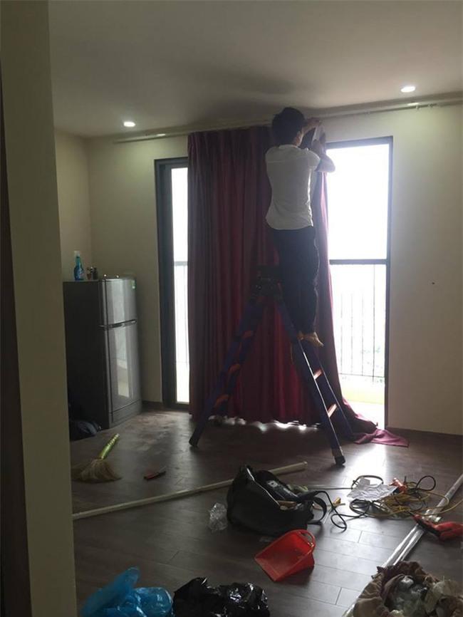 Vừa tấm tắc khen rèm chống nắng đẹp, anh chủ ngớ người khi biết... thợ vào nhầm nhà - Ảnh 2.