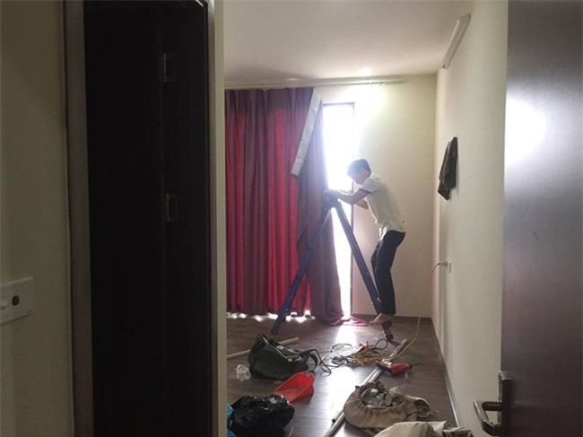 Vừa tấm tắc khen rèm chống nắng đẹp, anh chủ ngớ người khi biết... thợ vào nhầm nhà - Ảnh 3.