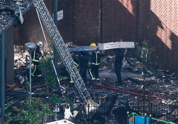 Người mẹ ôm 6 con nhảy từ tầng 21 xuống đất, 4 con thoát chết trong vụ cháy tại London - Ảnh 1.
