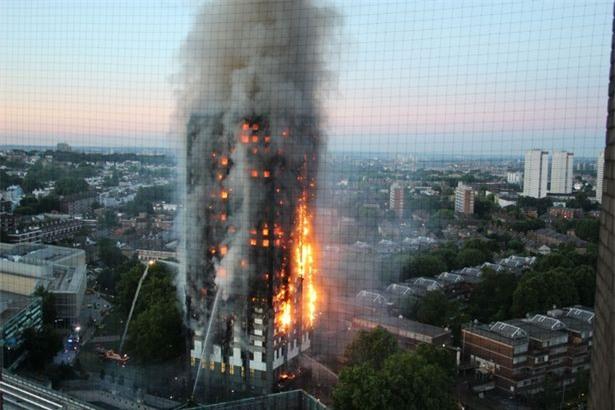 Người mẹ ôm 6 con nhảy từ tầng 21 xuống đất, 4 con thoát chết trong vụ cháy tại London - Ảnh 3.