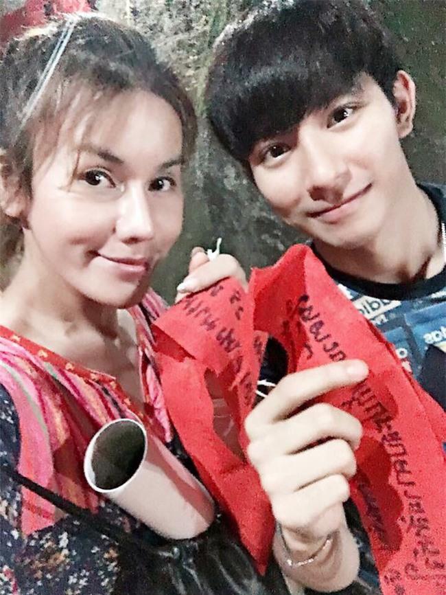 """Sau khi """"đập mặt đi xây lại"""", chàng trai xấu xí hóa cô gái hoàn hảo rồi có luôn bồ đẹp như trai Hàn Quốc - Ảnh 9."""