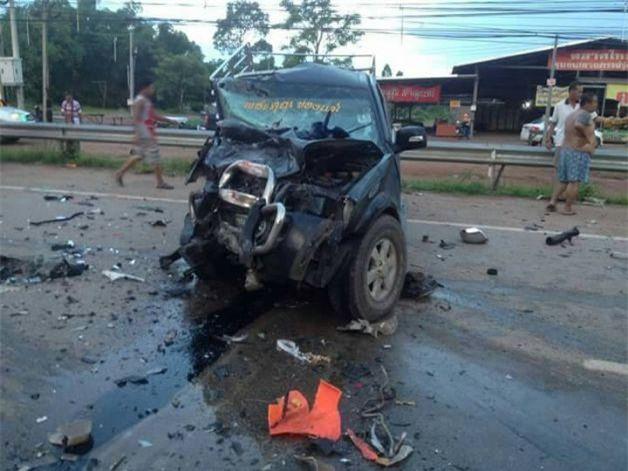 Thái Lan: Xe khách 16 chỗ đâm vào xe bán tải làm 4 người thiệt mạng, trong đó có một phụ nữ người Việt - Ảnh 2.