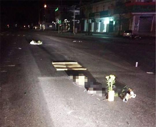 Bàng hoàng phát hiện một phụ nữ chết loã thể giữa đường - Ảnh 1.