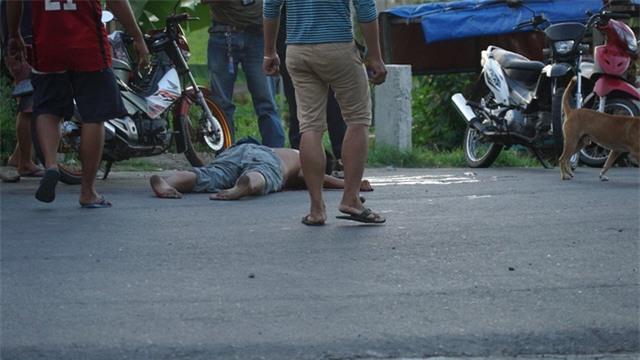 Một thi thể được phát hiện trên một tuyến đường ở Marawi (Ảnh: Twitter)