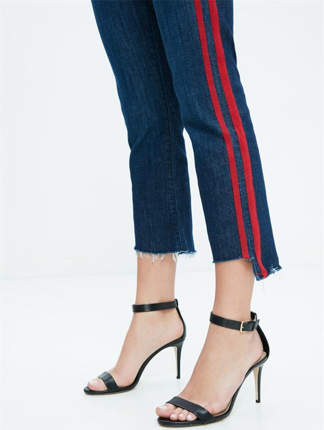 Hàng trăm người đang xếp hàng để mua được chiếc quần jeans này chỉ vì nó từng được Gigi Hadid diện - Ảnh 2.
