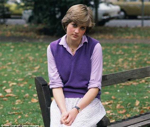 Muốn được chú ý, Công nương Diana quăng mình xuống cầu thang, đâm nát ngực lúc mang bầu; Charles chỉ lạnh nhạt: Em làm trò - Ảnh 4.