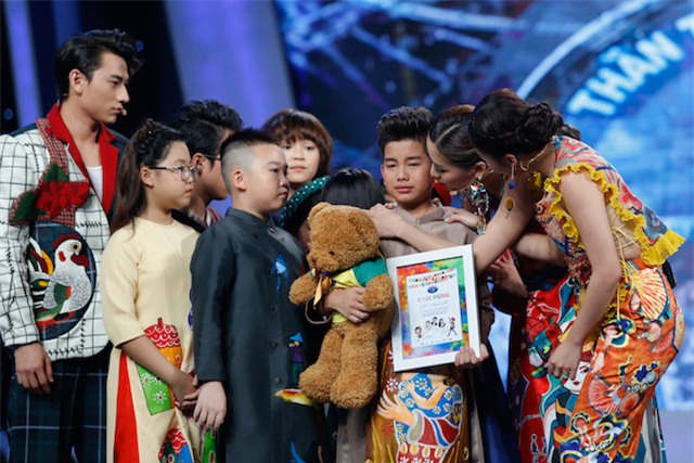 Xuất hiện bé 12 tuổi xinh xắn khiến Văn Hương phải gọi là thần đồng của Idol Kids - Ảnh 2.