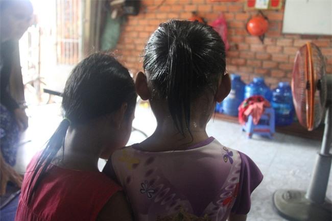 Vụ hai bé gái 6 tuổi song sinh bị hàng xóm xâm hại: Khó xử lý khi nghi can có dấu hiệu tâm thần - Ảnh 3.