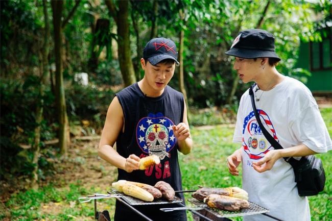 Hồ Ngọc Hà bất chấp nỗi sợ, leo trèo thám hiểm Động Thiên Đường cùng rapper Basick - Ảnh 12.