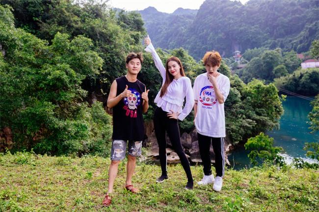 Hồ Ngọc Hà bất chấp nỗi sợ, leo trèo thám hiểm Động Thiên Đường cùng rapper Basick - Ảnh 2.