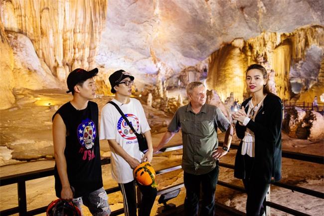 Hồ Ngọc Hà bất chấp nỗi sợ, leo trèo thám hiểm Động Thiên Đường cùng rapper Basick - Ảnh 5.